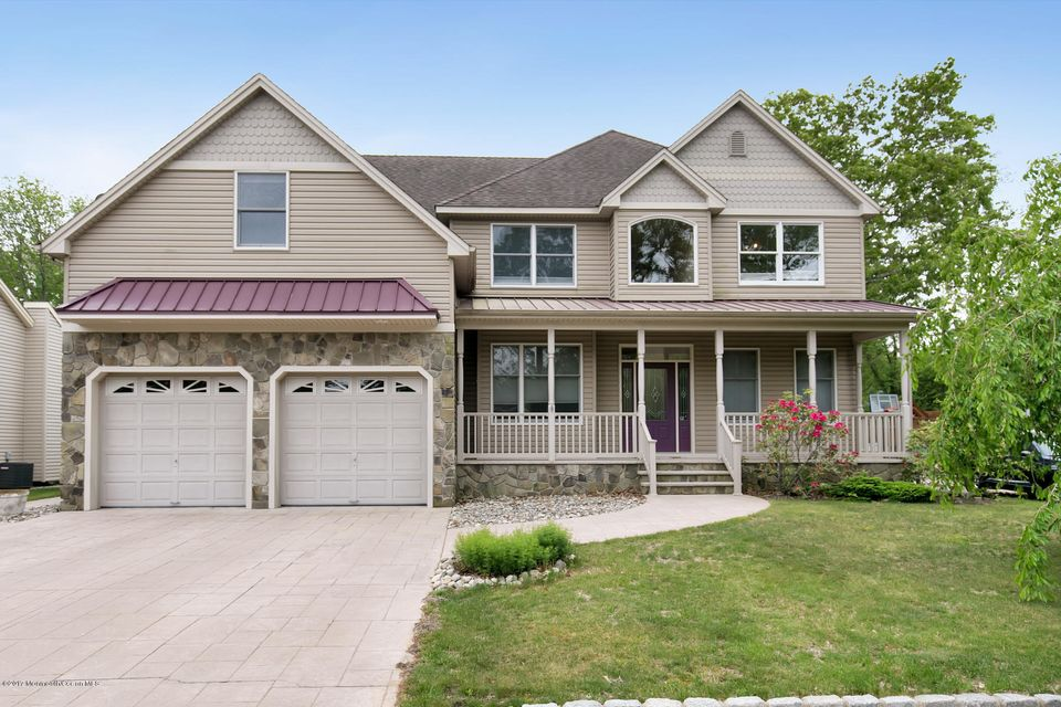 獨棟家庭住宅 為 出售 在 829 Springfield Avenue 829 Springfield Avenue Pine Beach, 新澤西州 08741 美國