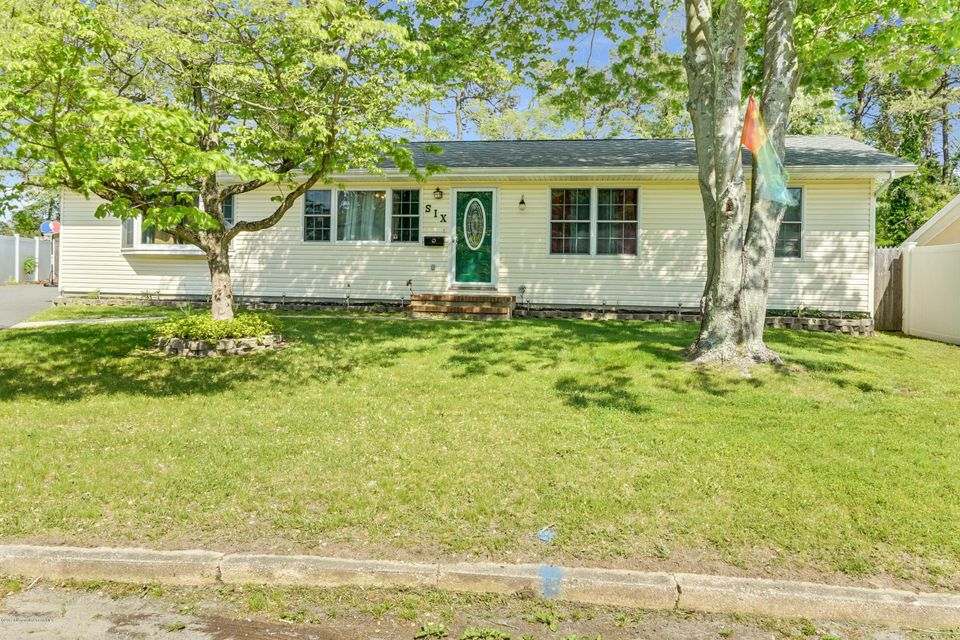Single Family Home for Sale at 6 Parkway Boulevard South Toms River, New Jersey 08757 United States