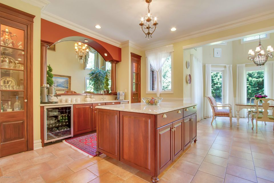 Large Kitchen with Butler's Pantry