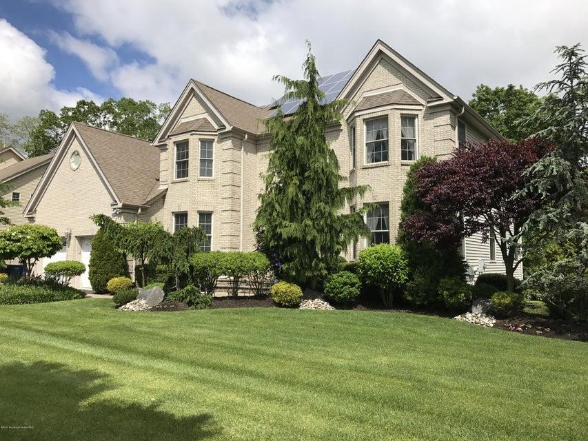 Maison unifamiliale pour l Vente à 19 Taylors Run Tinton Falls, New Jersey 07712 États-Unis