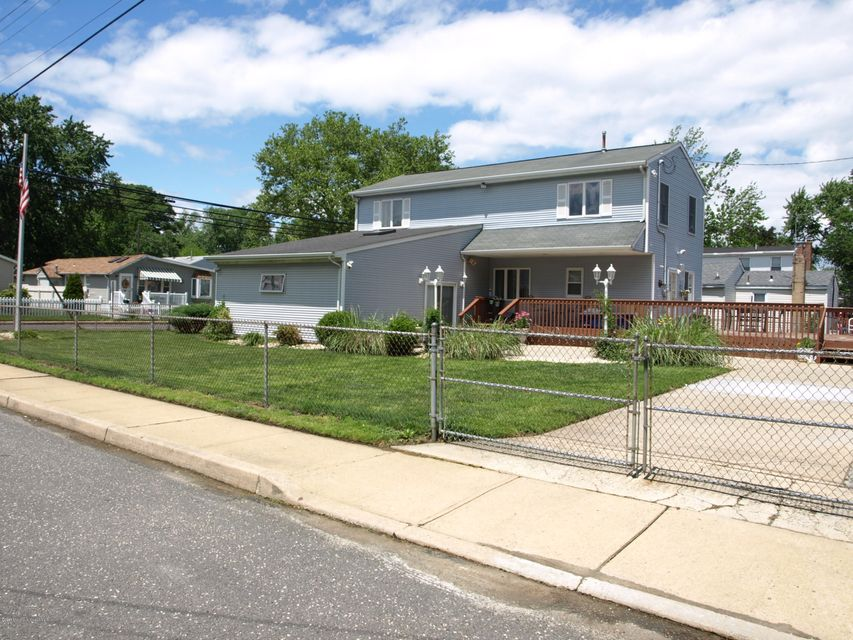 Maison unifamiliale pour l Vente à 152 Ocean Avenue North Middletown, New Jersey 07748 États-Unis