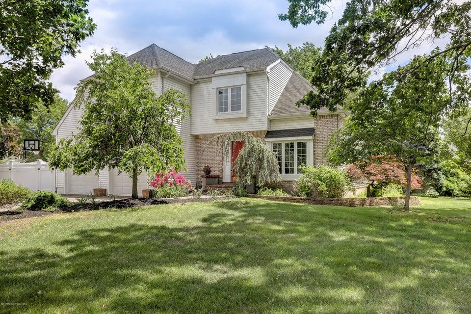 Photo of home for sale at 2 Dakota Court Court, Holmdel NJ