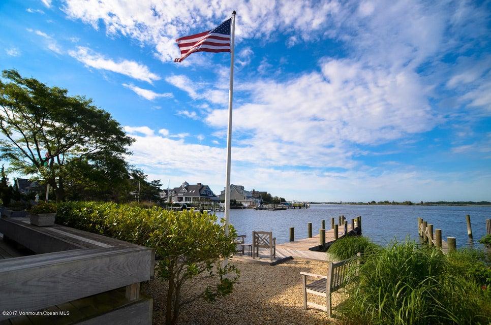独户住宅 为 销售 在 213 Channel Lane 213 Channel Lane 洛金, 新泽西州 08738 美国