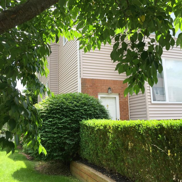 共管式独立产权公寓 为 出租 在 95 Ambassador Drive 雷德班克, 新泽西州 07701 美国