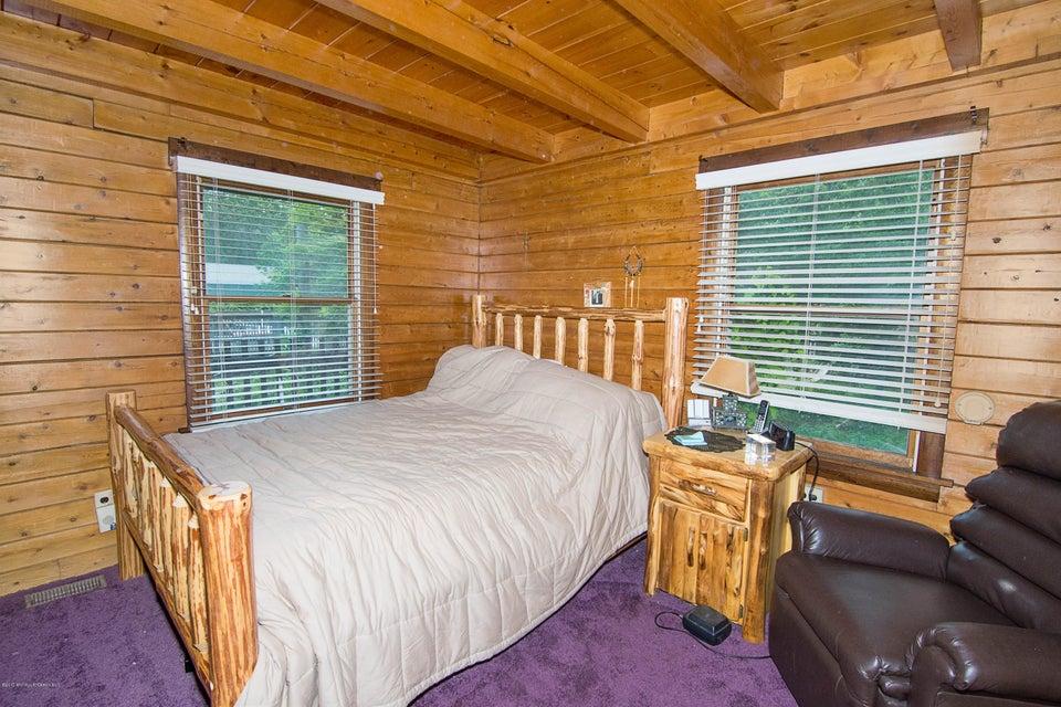 _RMJ4086.jpg bedroom