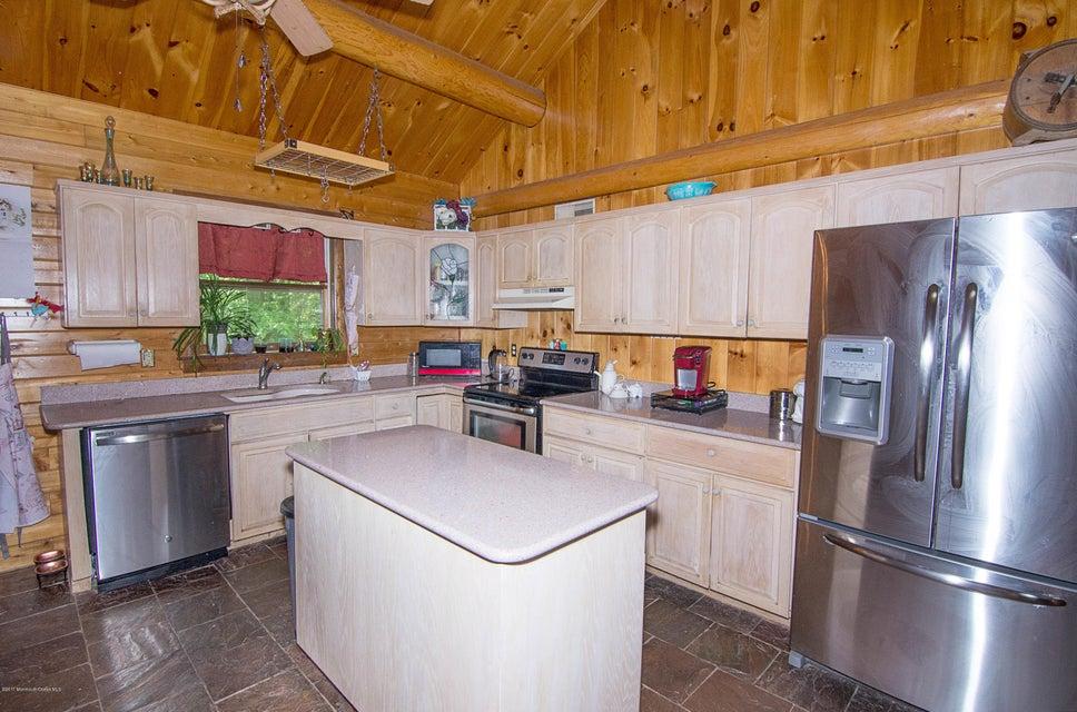 _RMJ4094.jpg kitchen