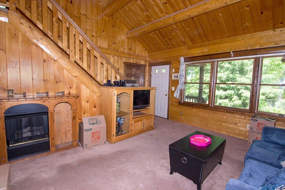 _RMJ4107.jpg family room