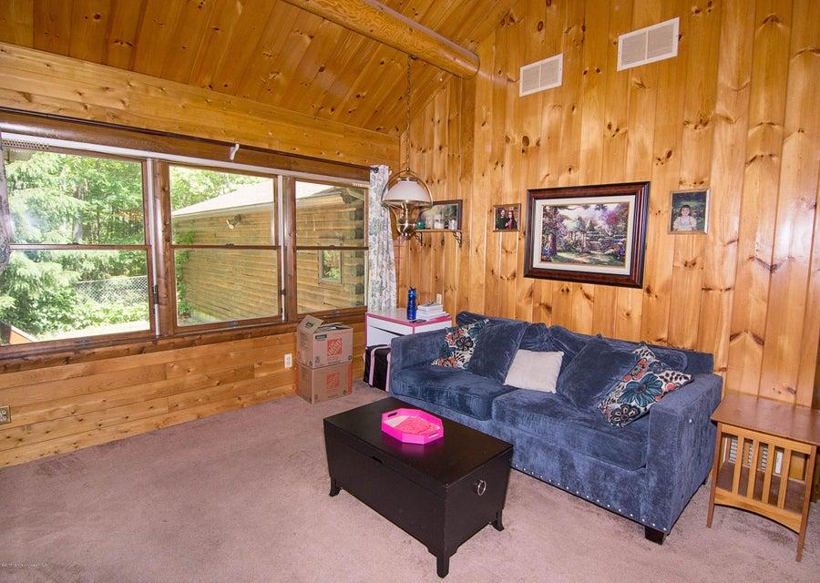 _RMJ4111.jpg family room