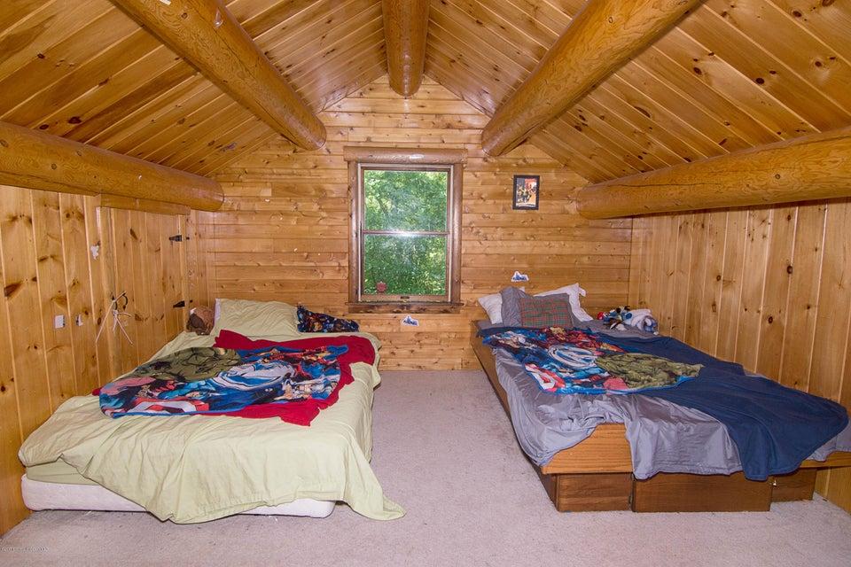 _RMJ4121.jpg upstairs bedroom