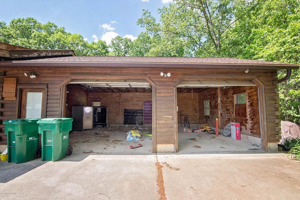 _RMJ4162.jpg garage