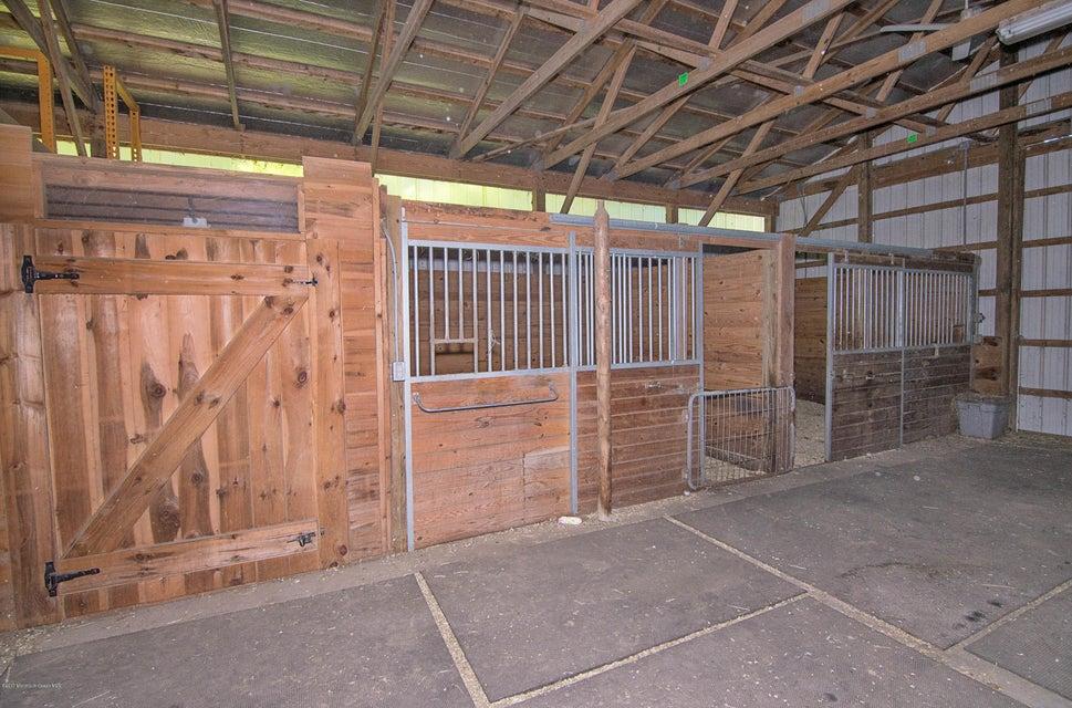 _RMJ4175.jpg horse stall