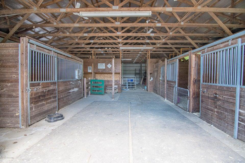 _RMJ4177.jpg horse stall