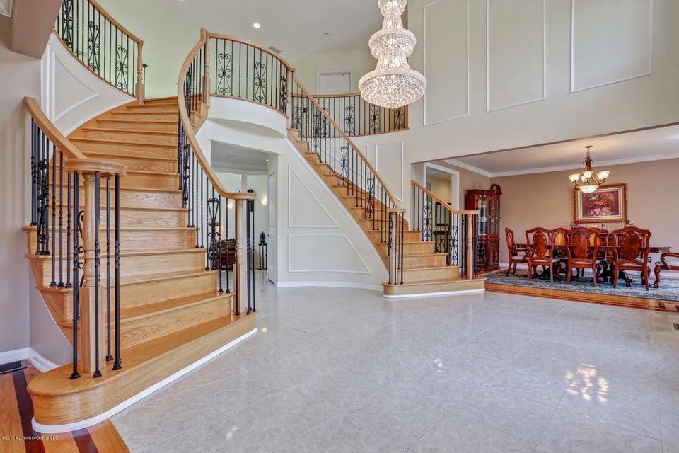Casa para uma família para Venda às 5 Etzkorn Court 5 Etzkorn Court Lincroft, Nova Jersey 07738 Estados Unidos