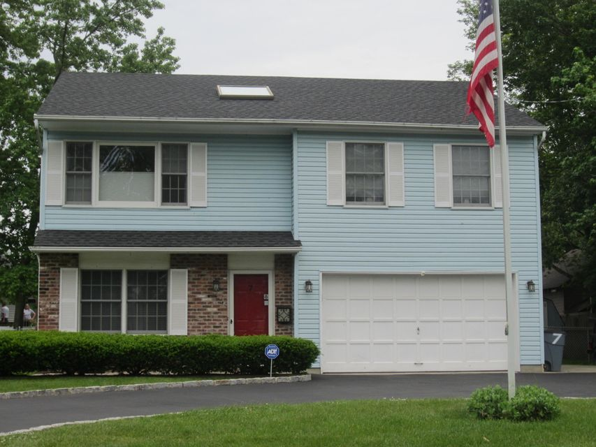 7 Michigan Avenue, Port Monmouth, NJ 07758