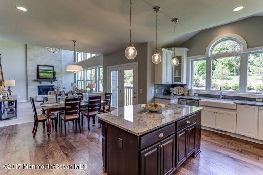 Columbia Kitchen with Palladian option