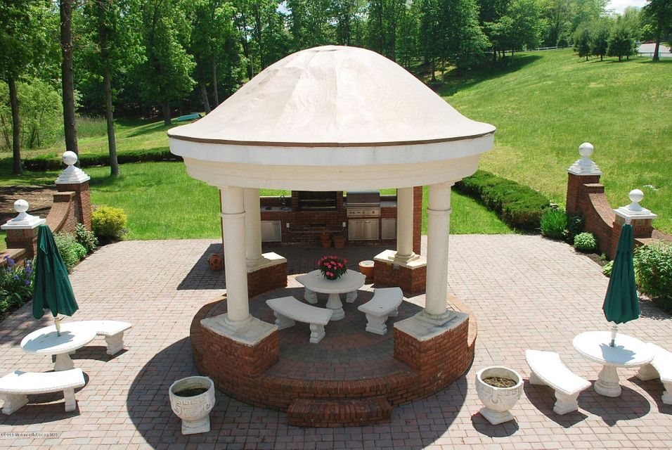 Courtyard Gazebo & Kitchen