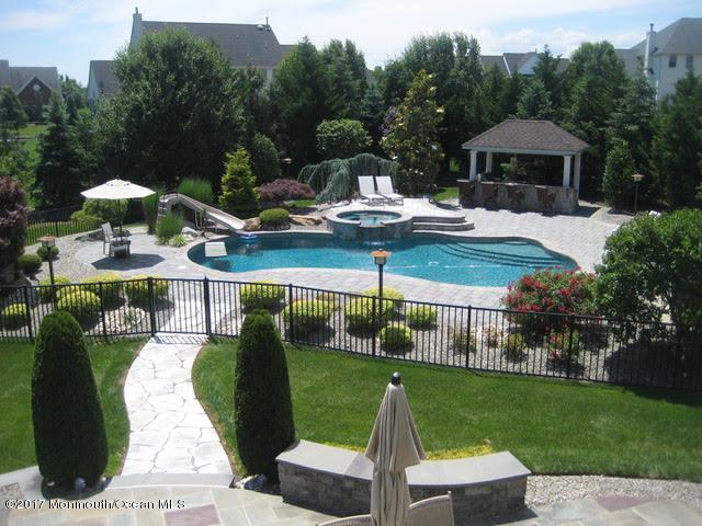 Maison unifamiliale pour l Vente à 3 Coleridge Drive Marlboro, New Jersey 07746 États-Unis