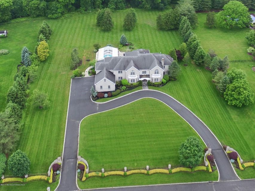 Photo of home for sale at 6 Evergreen Lane Lane, Colts Neck NJ