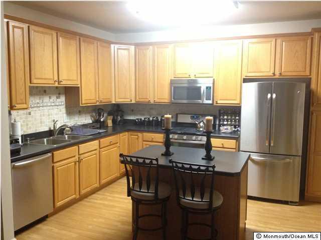 共管式独立产权公寓 为 出租 在 402 Saint Andrews Place 纳拉潘市, 新泽西州 07726 美国