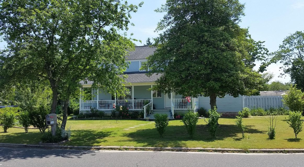 6 Green Ridge Drive, South Toms River, NJ 08757