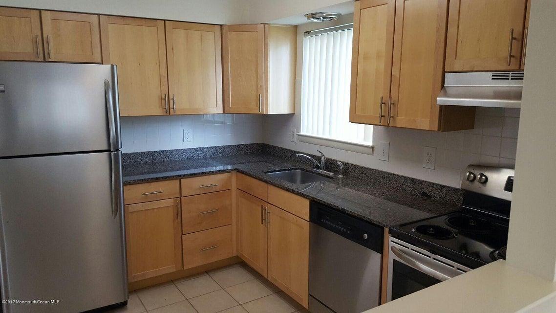 Appartement en copropriété pour l à louer à 18 Greenwood Drive Freehold, New Jersey 07728 États-Unis