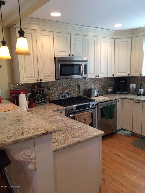 独户住宅 为 出租 在 145 Frost Avenue 雷德班克, 新泽西州 07701 美国