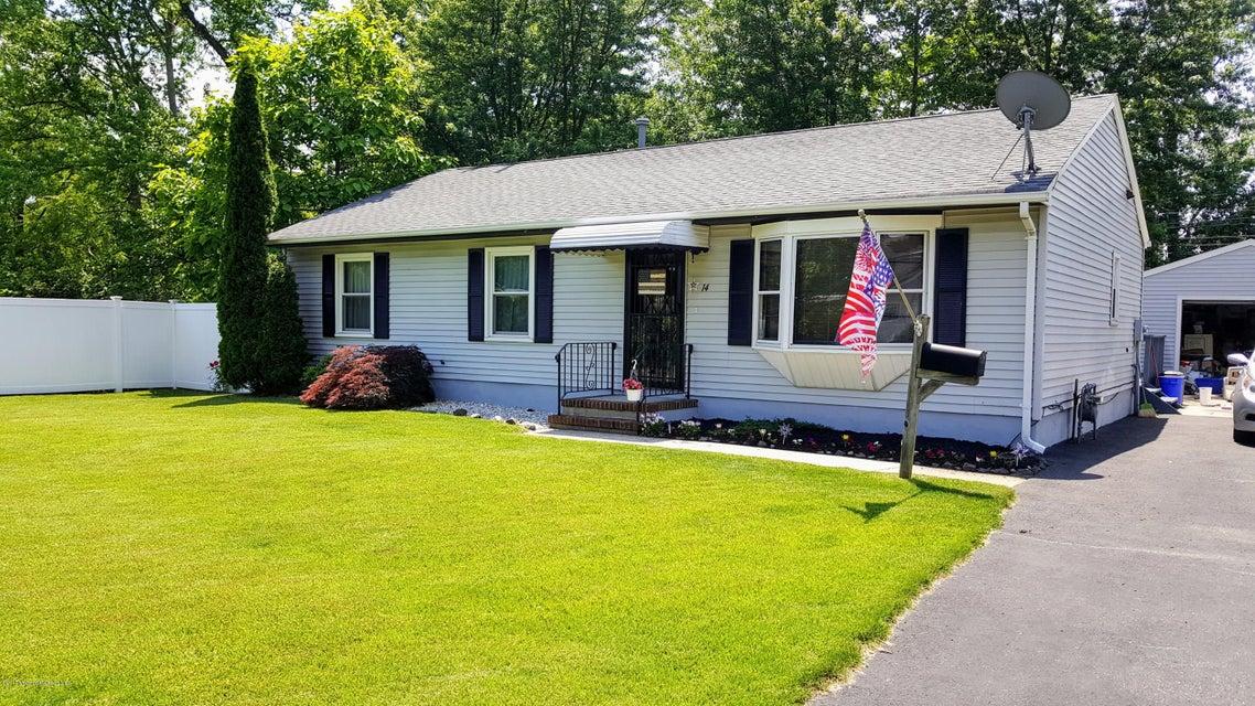独户住宅 为 销售 在 14 Woodland Avenue 劳伦斯港, 新泽西州 08879 美国