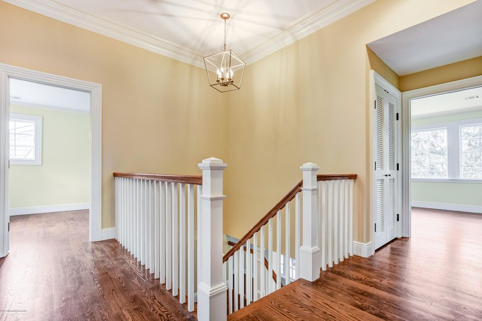 Staircase 10' Vaulted Ceiling