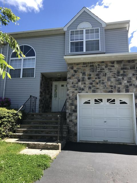 Casa Unifamiliar por un Alquiler en 17 Warbler Road Marlboro, Nueva Jersey 07746 Estados Unidos