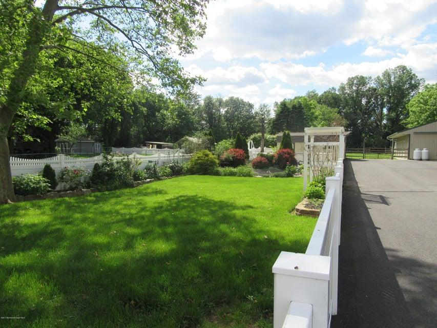 Maison avec plusieurs logements pour l Vente à 888 Route 9 Highway Sayreville, New Jersey 08879 États-Unis