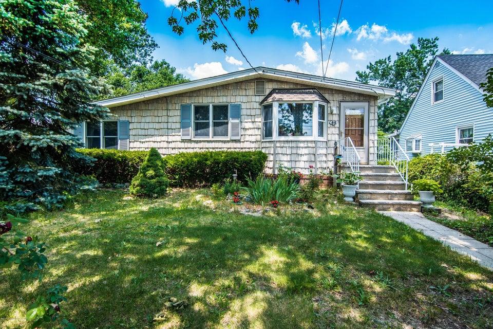 独户住宅 为 销售 在 44 Pomona Boulevard 劳伦斯港, 新泽西州 08879 美国