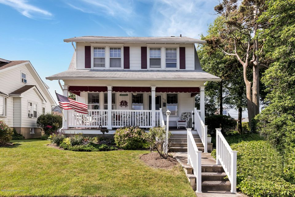 Maison unifamiliale pour l Vente à 129 Woodland Avenue Avon By The Sea, New Jersey 07717 États-Unis