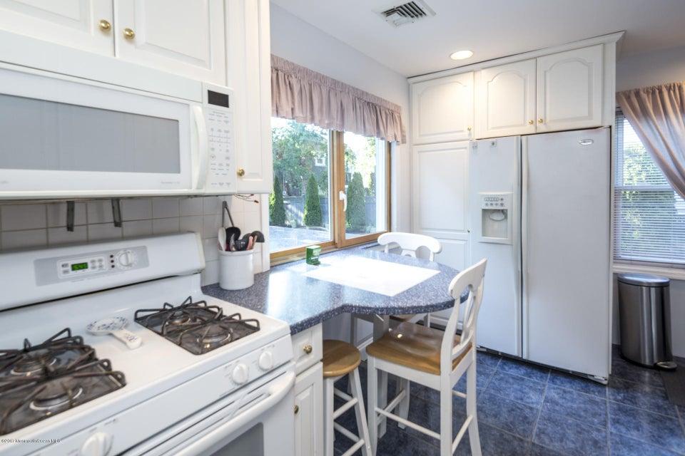 605 1/2 Kitchen
