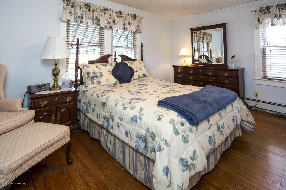 605 1/2 Master Bedroom