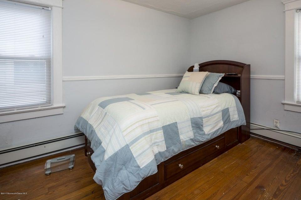 605 1/2 Bedroom