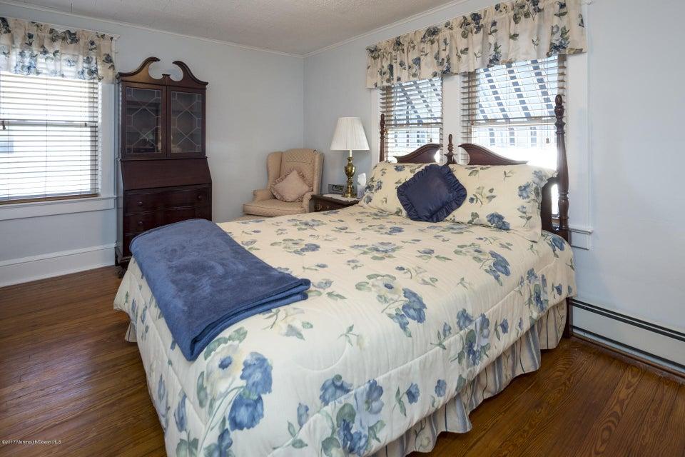 605 1/2 Master Bedroom-2