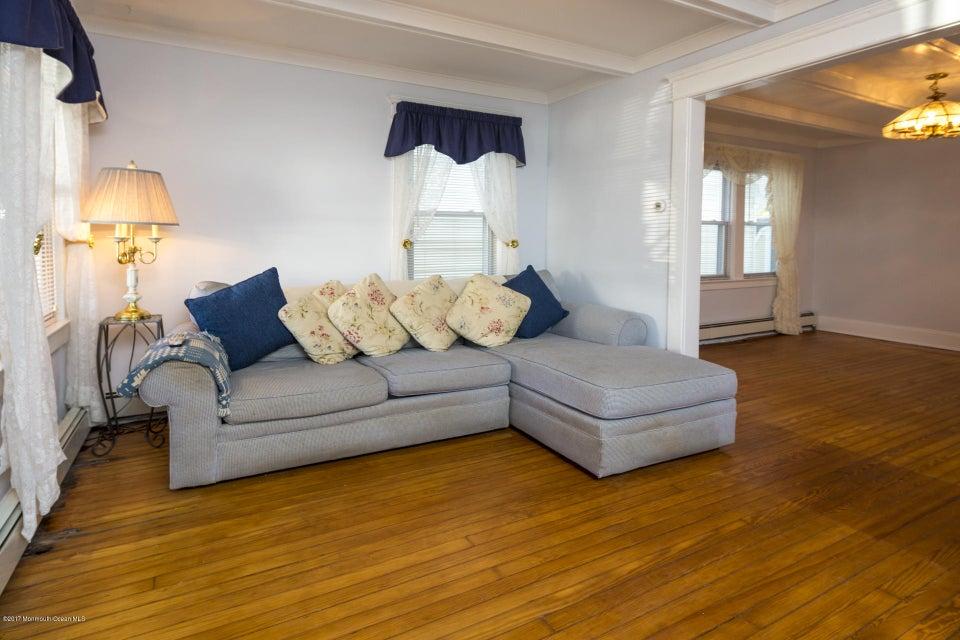 605 1/2 Living room