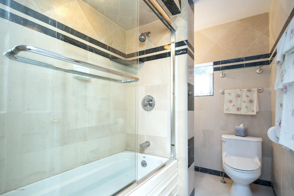 605 1/2 Bathroom