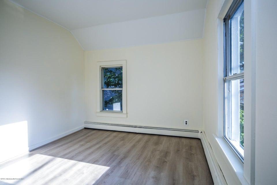 605 1/2 Rear Bonus/Bedroom Room