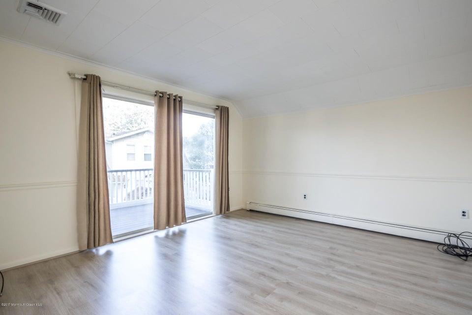 605 1/2 Rear Living room