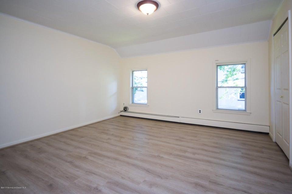 605 1/2 Rear Master Bedroom