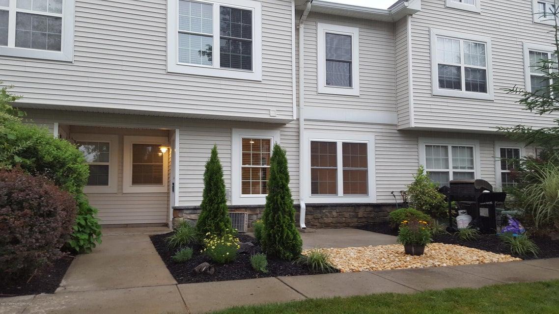 Appartement en copropriété pour l à louer à 27 Forrest Court Tinton Falls, New Jersey 07753 États-Unis