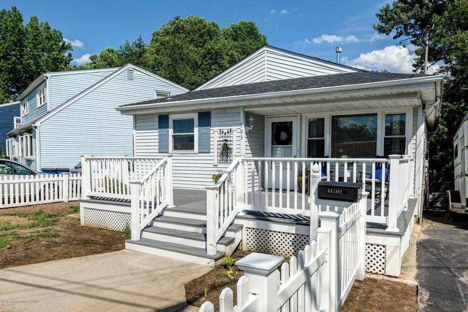 Maison unifamiliale pour l Vente à 983 Woodmere Drive Cliffwood Beach, New Jersey 07735 États-Unis