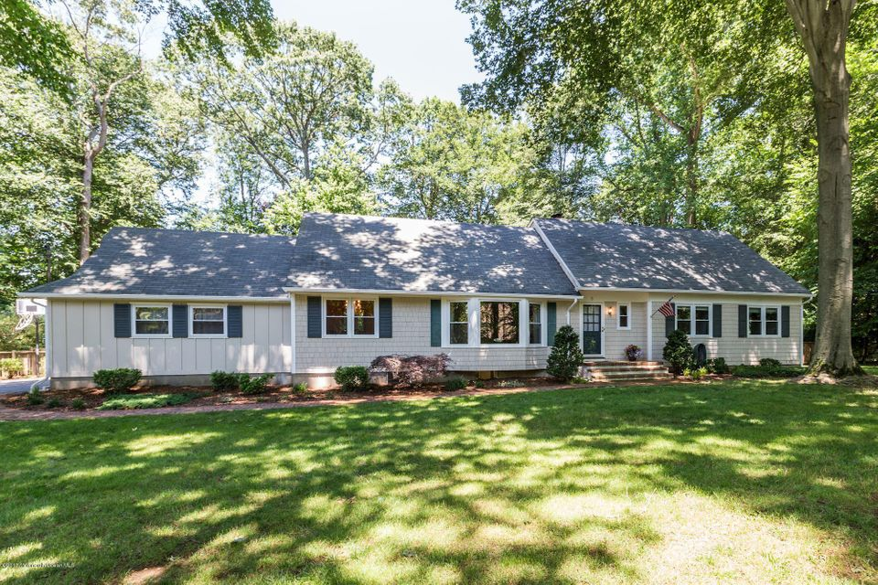 Photo of home for sale at 6 Coventry Square Square, Holmdel NJ