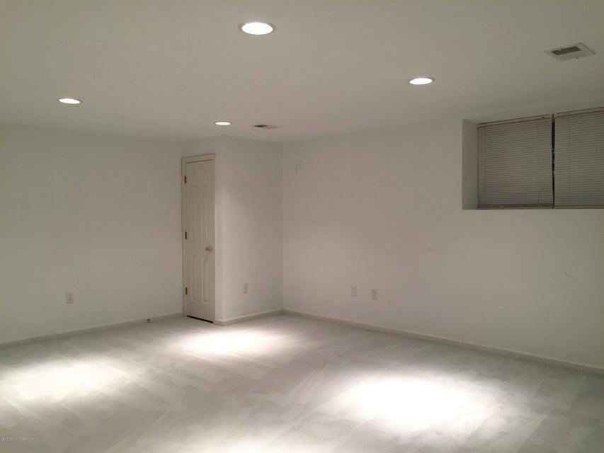 共管式独立产权公寓 为 出租 在 12 Bridge Pointe Drive 劳伦斯港, 新泽西州 08879 美国