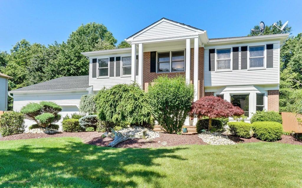 Maison unifamiliale pour l Vente à 13 Crest Drive Englishtown, New Jersey 07726 États-Unis