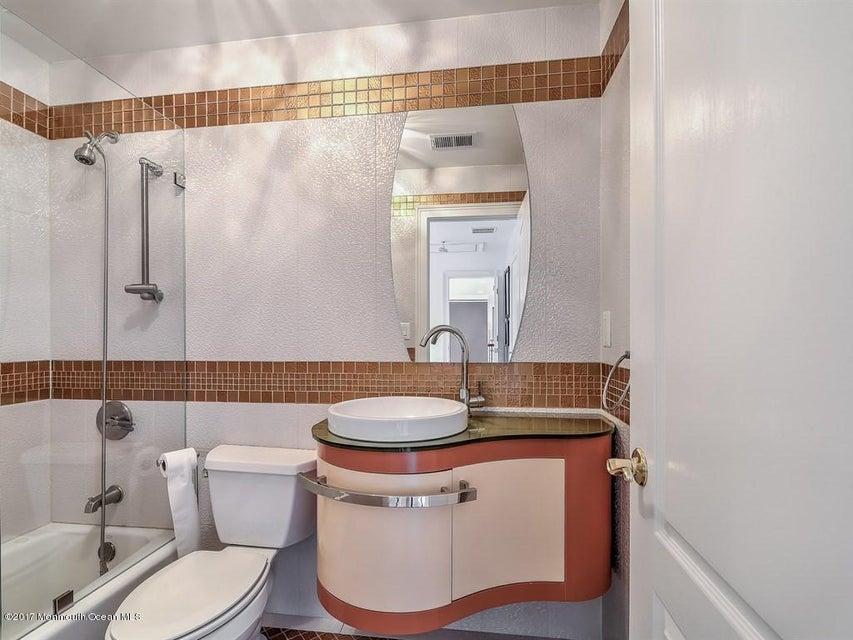 032_PRINCESS SUITE BATHROOM