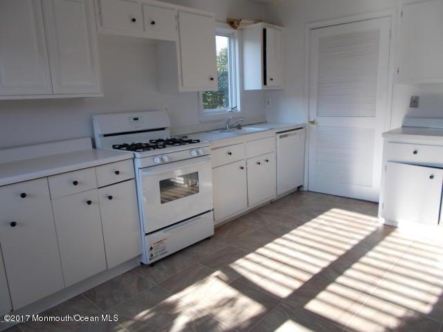 Casa Unifamiliar por un Alquiler en 154 Tangerine Drive Marlboro, Nueva Jersey 07746 Estados Unidos