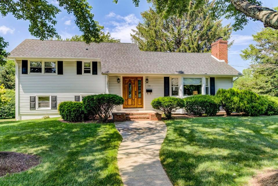 Maison unifamiliale pour l Vente à 736 Hopping Road Belford, New Jersey 07718 États-Unis