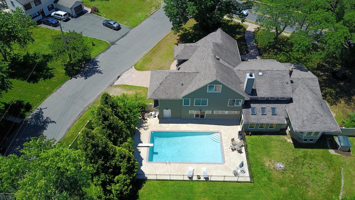 Maison unifamiliale pour l Vente à 255 Harmony Road 255 Harmony Road Middletown, New Jersey 07748 États-Unis